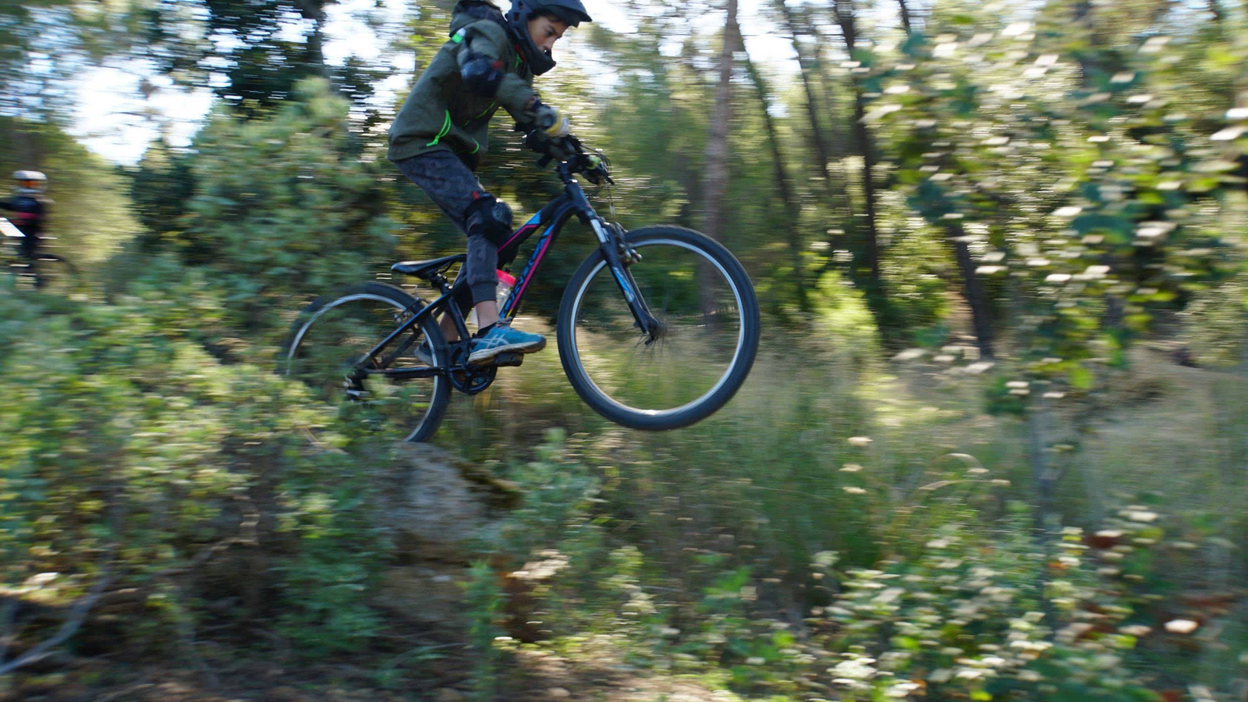 jump d'un gap lors de notre stage VTT Wild Bike